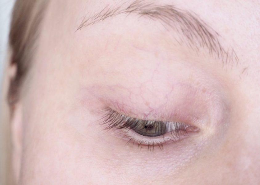 Essence Colour Intensifying Eyeshadow base luomivärinpohjustaja kokemuksia Ostolakossa Virve Vee