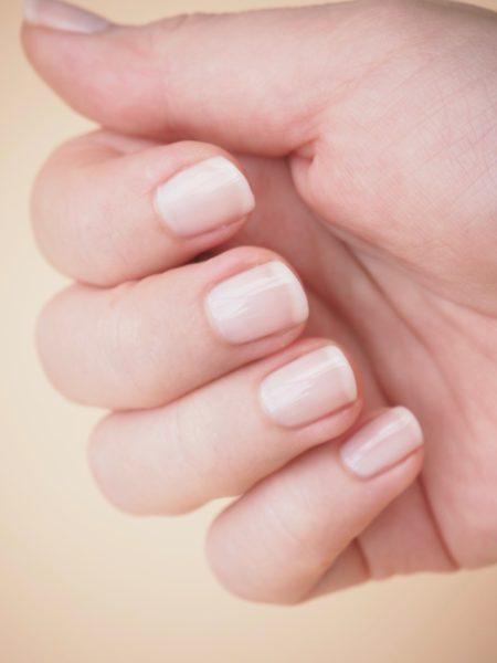 Essie Mademoiselle kynsilakka Ostolakossa Virve Vee nudelakka kynsille