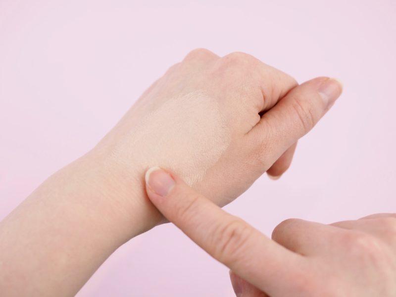 Meikki rullautuu ja ihonhoitotuotteet murustuvat