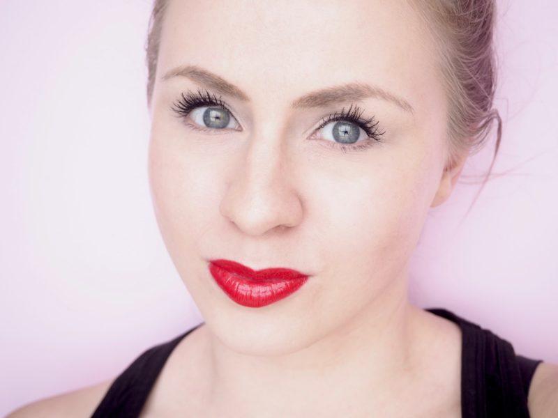 Punainen huulipuna Ostolakossa