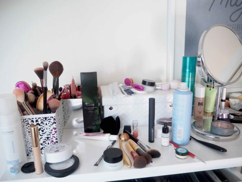 Ostolakossa meikkipöytä