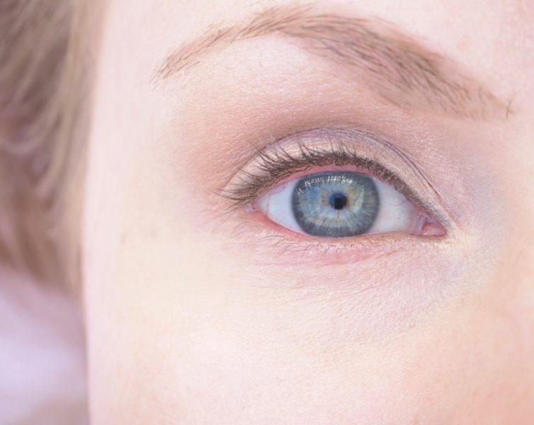 suojakertoimellinen silmänympärysvoide Ostolakossa